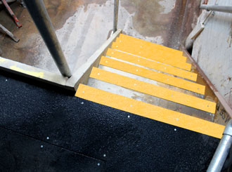 5. Anti-slip stair nosing, anti-slip floor sheets applied to stairways and walkways.