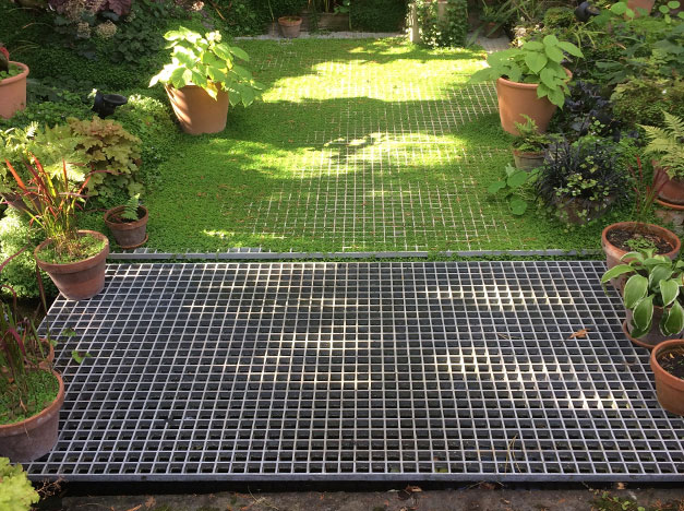 The anti-slip Grating meshed area reinforces grassed areas, helping to prevent gardens and landscapes from becoming muddy when walked on.